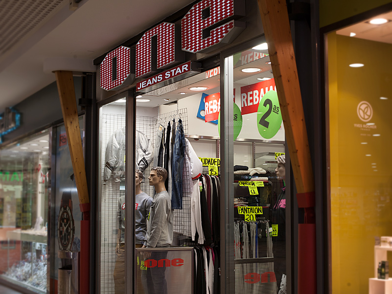 One Jeans (escaparate)
